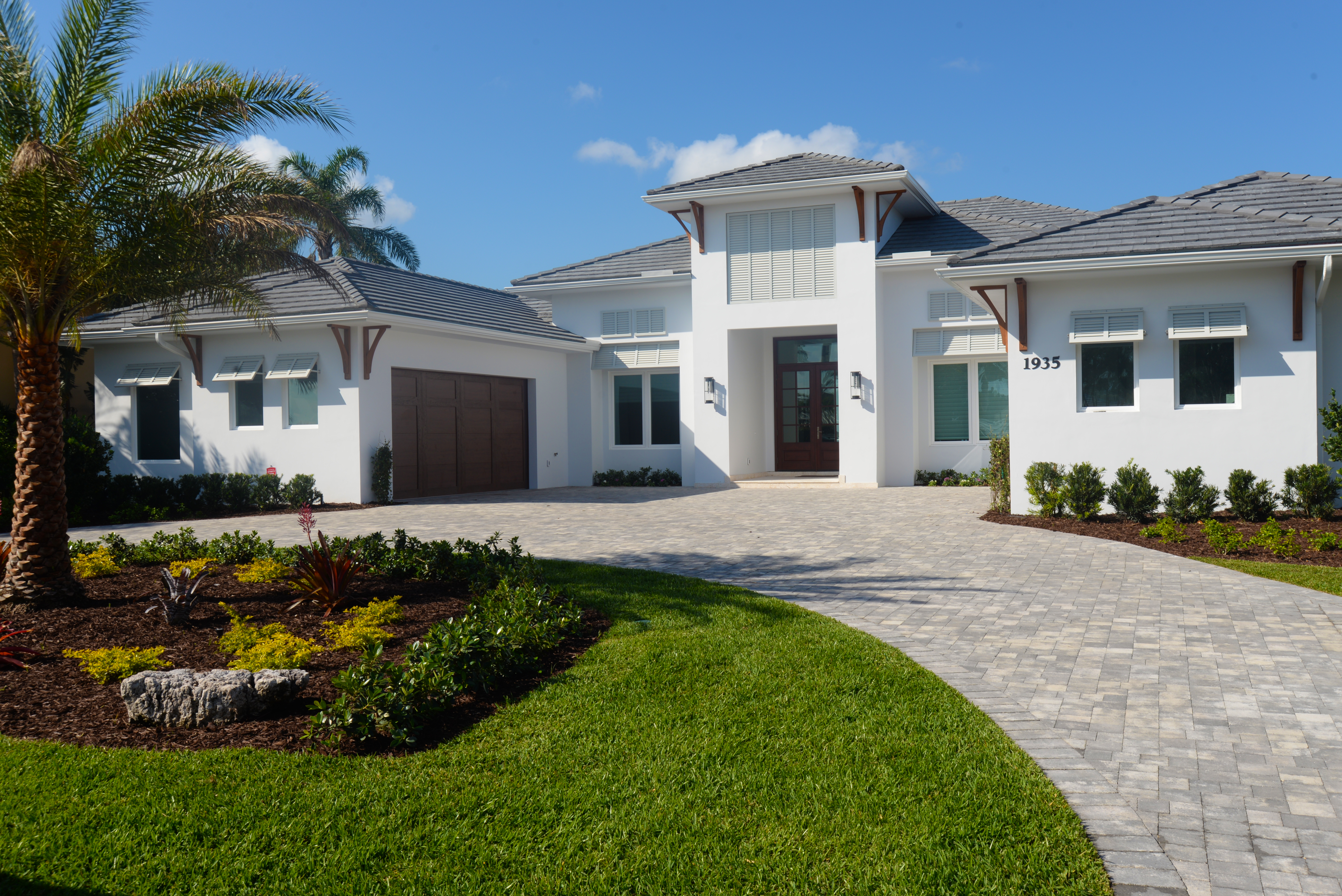 custom home photo of front